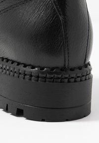 KIOMI - Botines con cordones - black - 2
