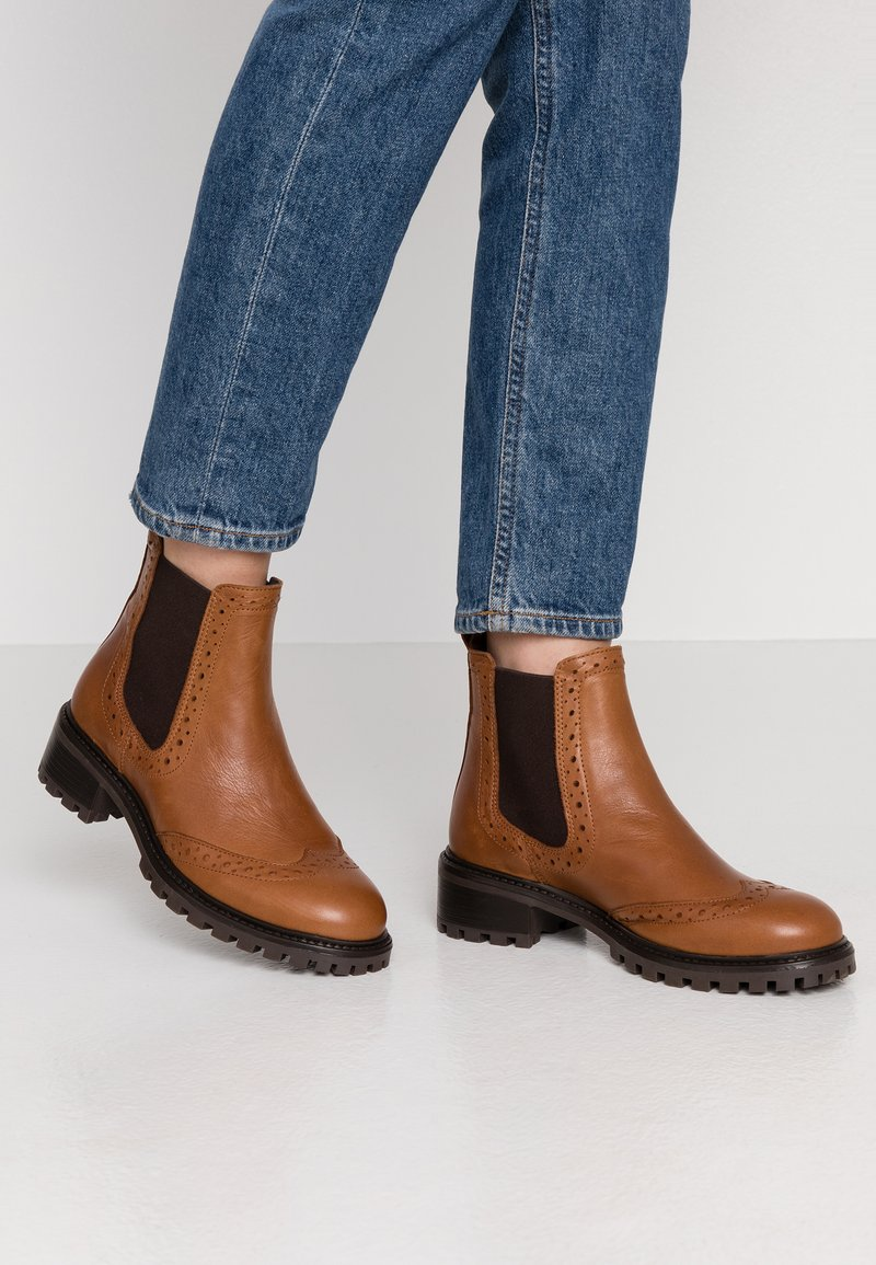 KIOMI - Winter boots - cognac