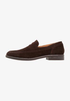Elegantní nazouvací boty - brown