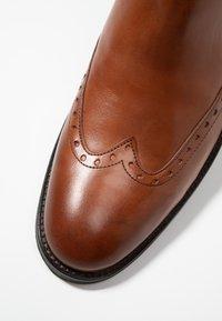 KIOMI - Kotníkové boty - cognac - 5