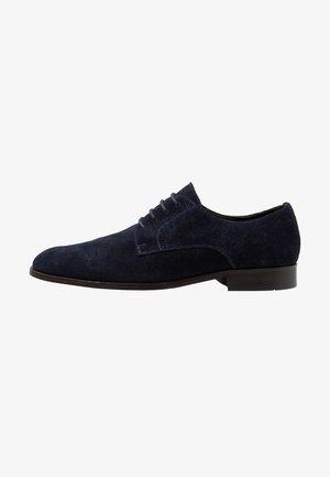Elegantní šněrovací boty - dark blue