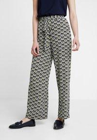 KIOMI - Pantalon classique - off white/black - 0