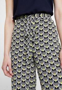 KIOMI - Pantalon classique - off white/black - 3