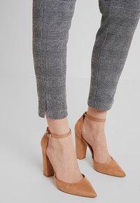 KIOMI - Trousers - black/white - 3