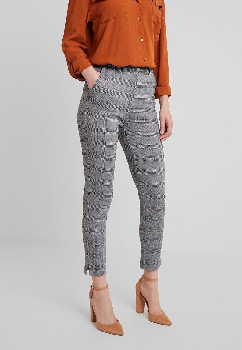 KIOMI - Trousers - black/white