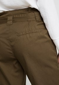 KIOMI - Kalhoty - khaki - 5