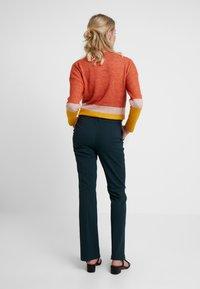 KIOMI - Trousers - scarab - 3