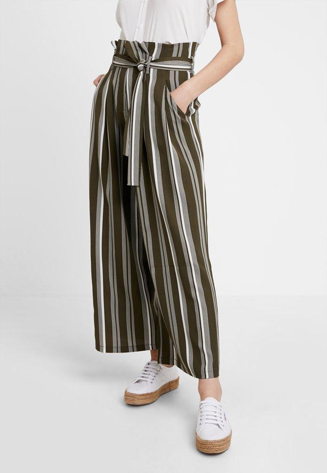 Pantalon classique - khaki/white