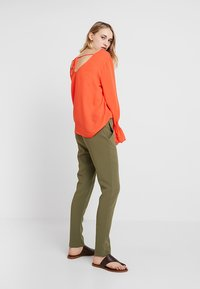 KIOMI - Trousers - burnt olive - 2