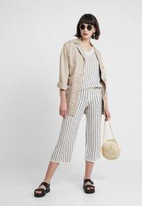KIOMI - Trousers - beige/black - 1
