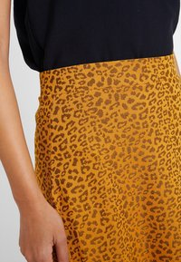 KIOMI - A-line skirt - orange/black - 4