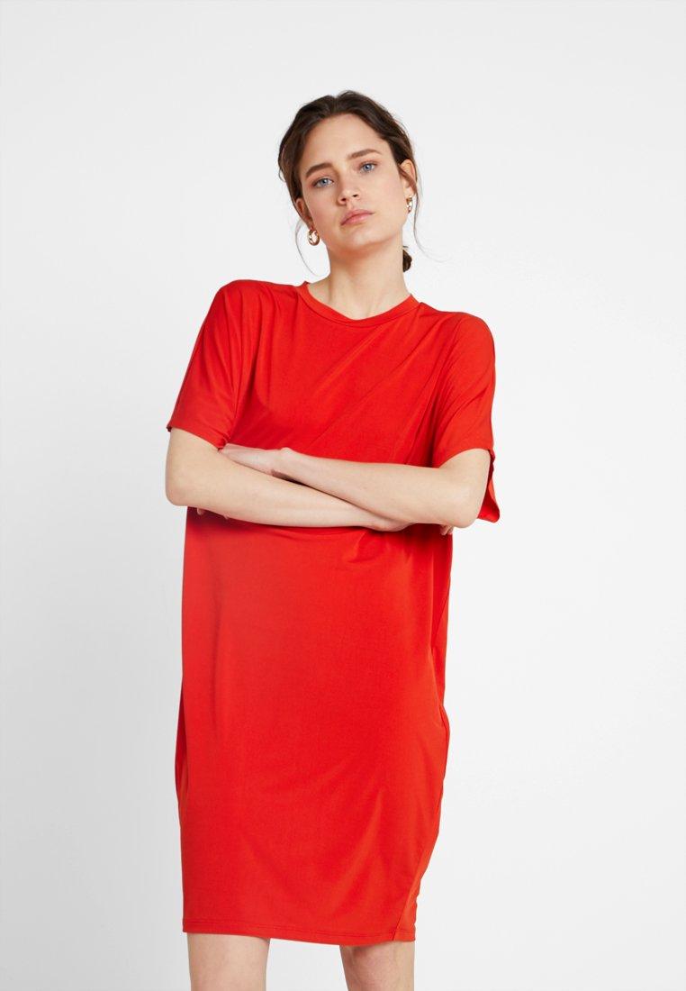 KIOMI Robe en jersey - rouge red