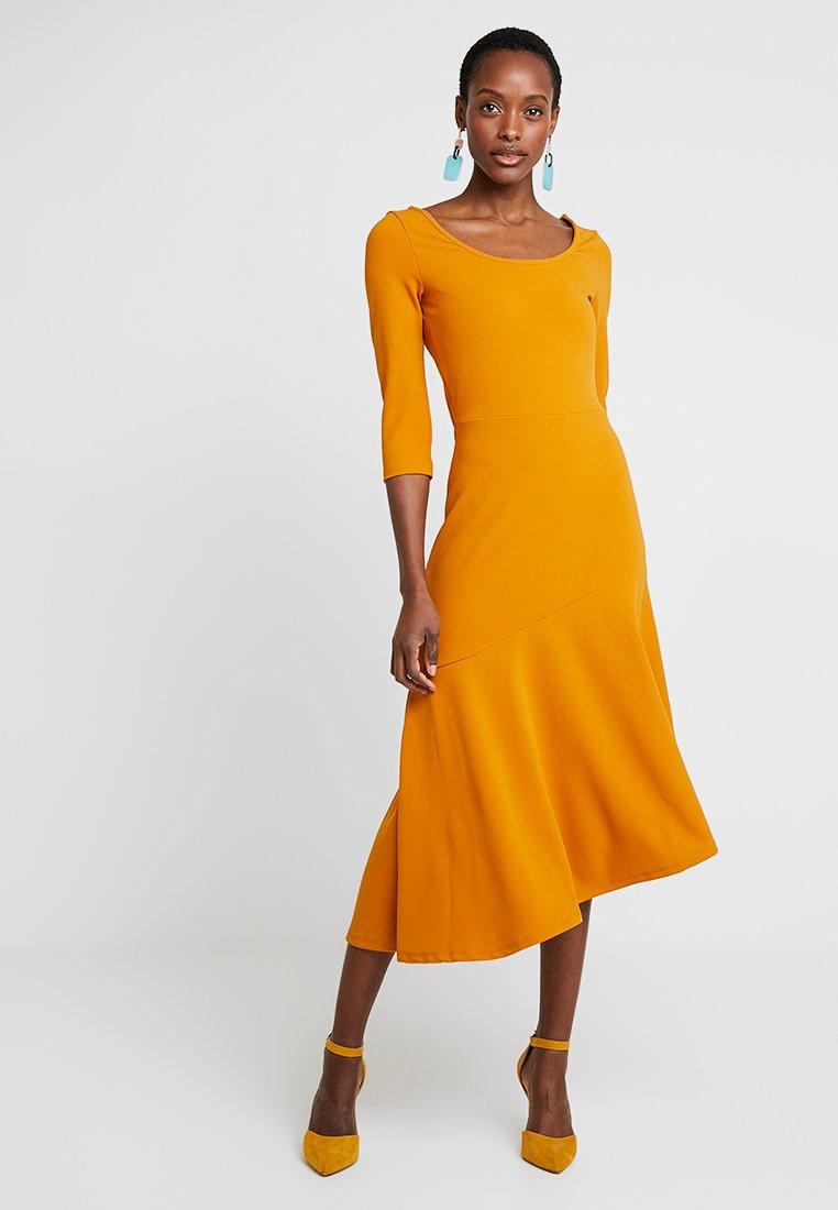 KIOMI - Maxikleid - golden yellow