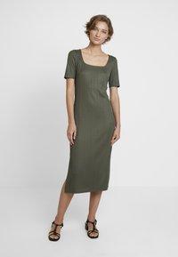 KIOMI - Day dress - olive night - 0