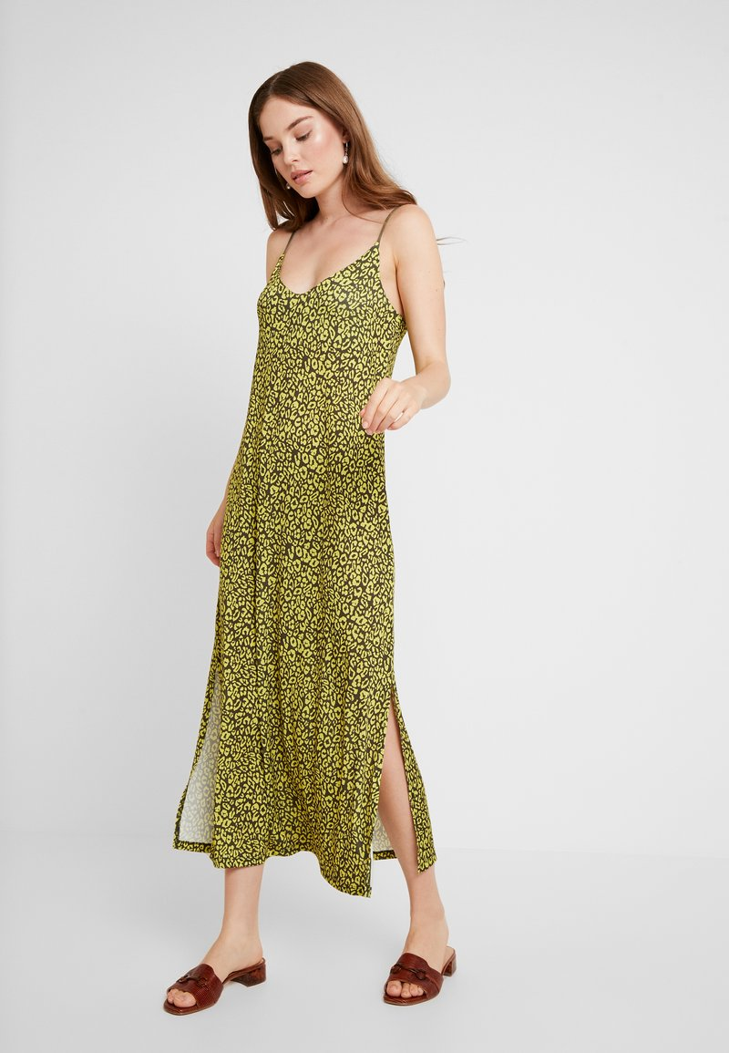 KIOMI - Maxikleid - olive night