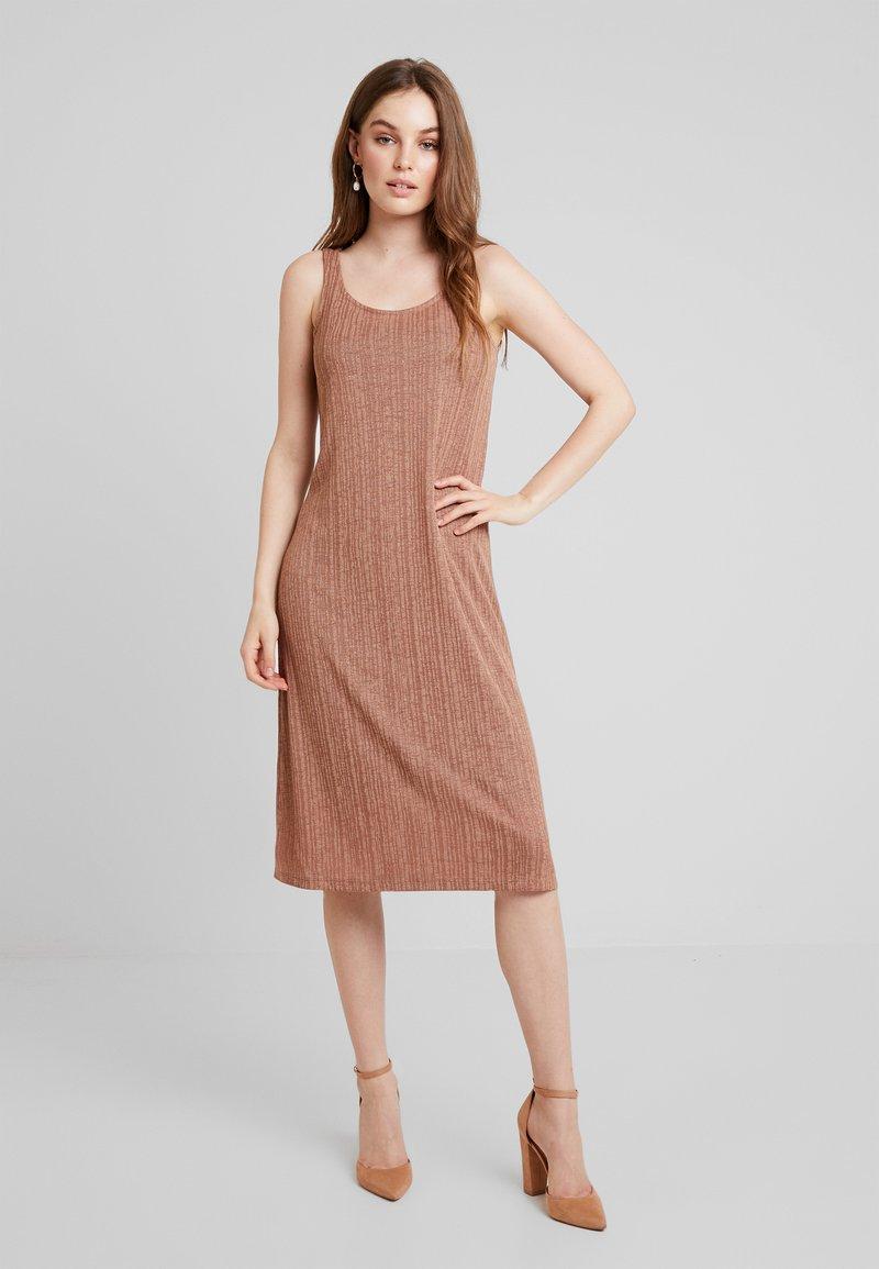 KIOMI - Jersey dress - brown