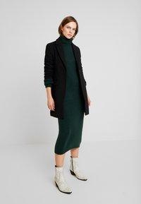 KIOMI - Vestido de tubo - dark green - 1