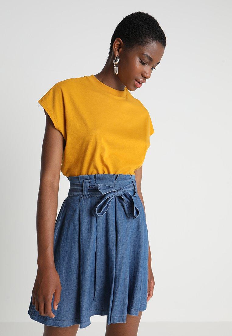 KIOMI - Basic T-shirt - golden yellow
