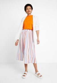 KIOMI - T-shirt basic - russet orange - 1