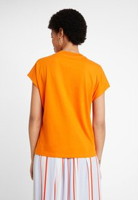 KIOMI - T-shirt basic - russet orange - 2