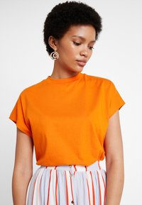 KIOMI - T-shirts - russet orange - 3