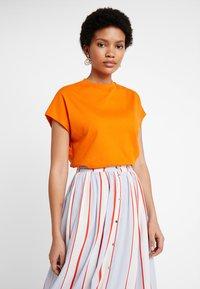 KIOMI - T-shirt basic - russet orange - 0