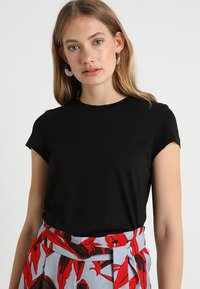KIOMI - Camiseta básica - black - 0
