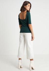 KIOMI - Print T-shirt - green gables - 0