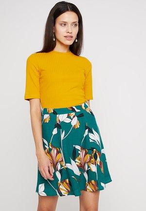 Jednoduché triko - dark yellow