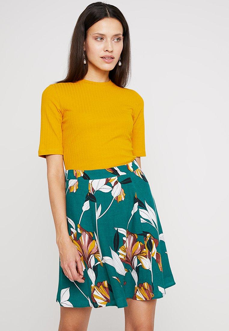 KIOMI - T-Shirt basic - dark yellow