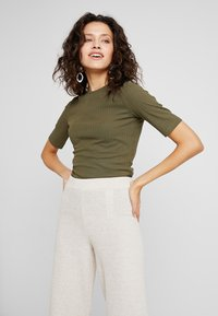 KIOMI - T-shirt - bas - olive night - 0
