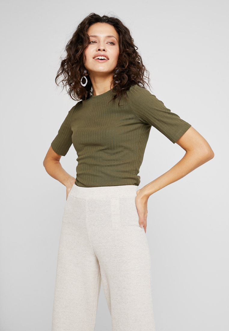 KIOMI - T-shirt - bas - olive night