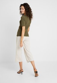 KIOMI - T-shirt - bas - olive night - 2