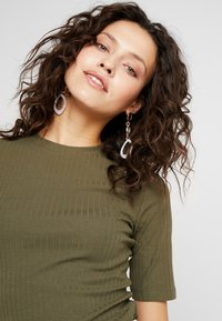 KIOMI - T-shirt - bas - olive night - 3