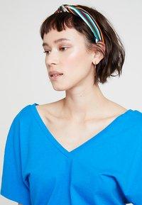 KIOMI - Print T-shirt - directoire blue - 4