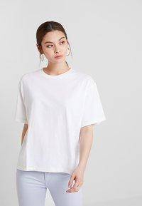 KIOMI - T-shirt basic - white/sulphur - 0