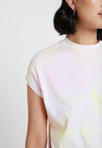 KIOMI - TIE DYE - Camiseta estampada - white/pink - 5
