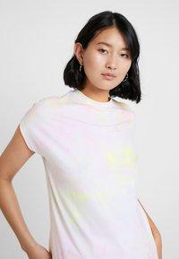KIOMI - TIE DYE - Camiseta estampada - white/pink - 3