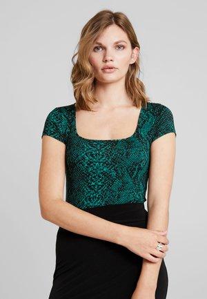 BODY - T-shirt imprimé - dark green/black