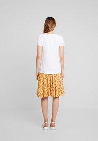 KIOMI - Basic T-shirt - bright white - 2