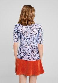 KIOMI - Print T-shirt - navy - 2