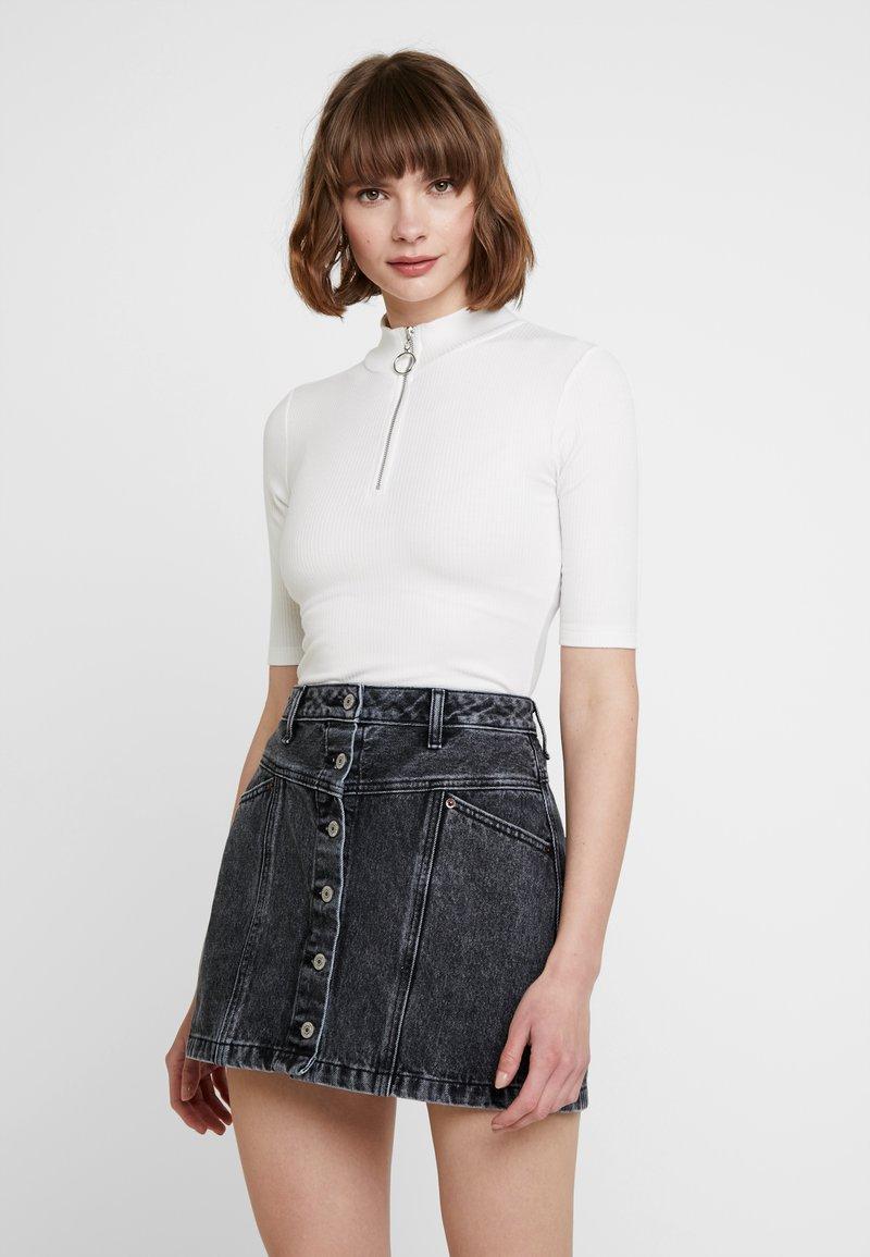 KIOMI - Print T-shirt - off-white