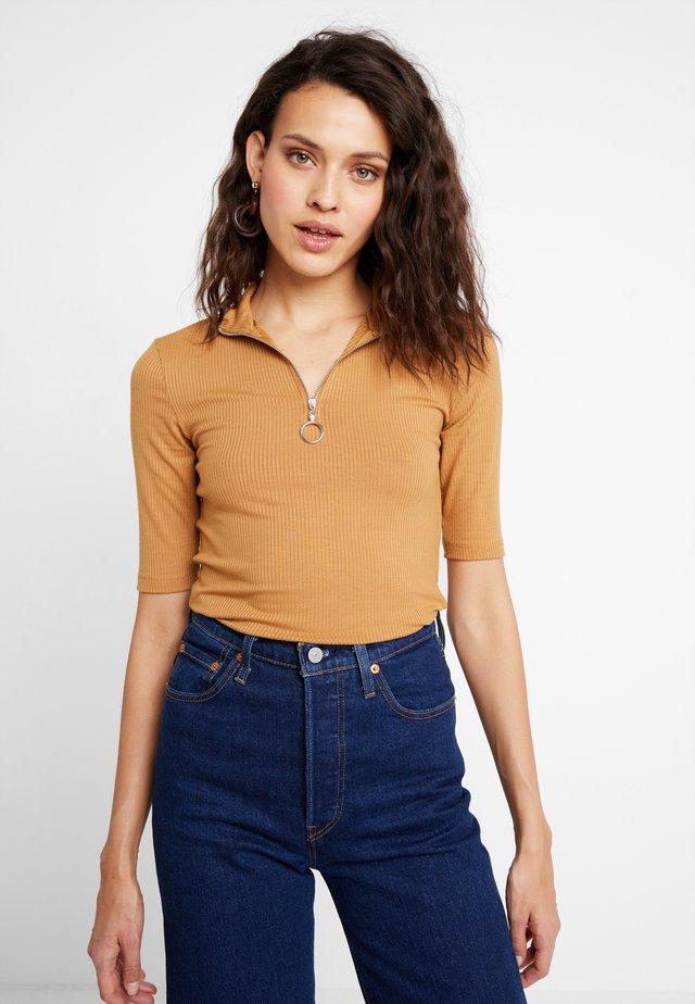 T-shirt print - cinnamon