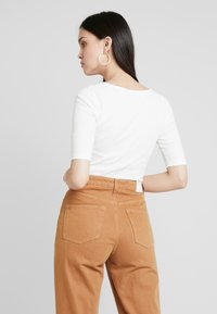 KIOMI - BODYSUIT - Basic T-shirt - off-white - 2