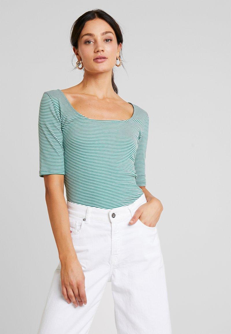 KIOMI - T-Shirt print - green/off-white
