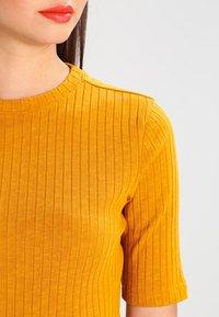 KIOMI - Camiseta estampada - yellow - 3