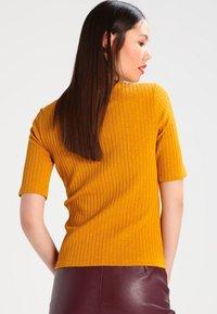 KIOMI - Camiseta estampada - yellow - 2