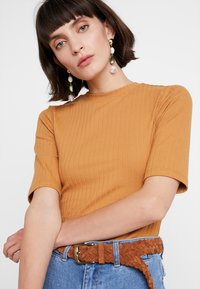 KIOMI - T-shirt z nadrukiem - apple cinnamon - 4