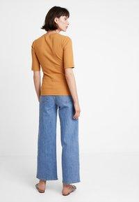 KIOMI - T-shirt z nadrukiem - apple cinnamon - 2