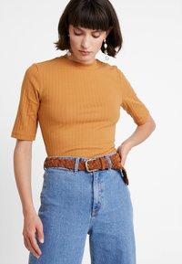 KIOMI - T-shirt z nadrukiem - apple cinnamon - 0